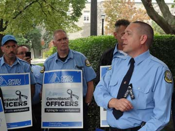how to become a correctional officer in ontario