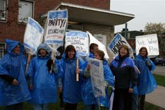 OPSEU/SEFPO members protesting in the rain