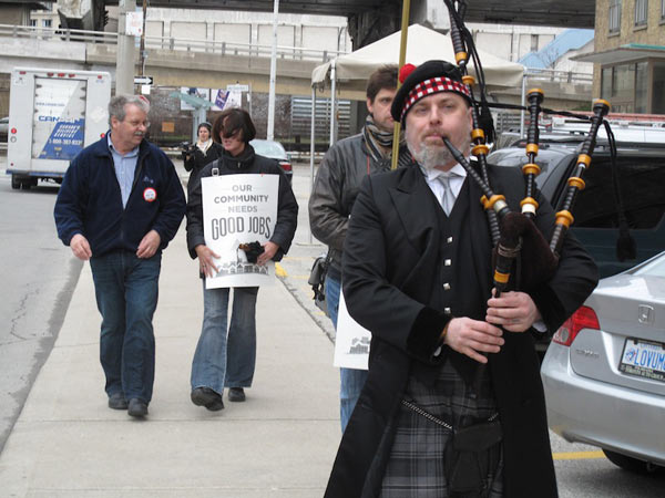 2013-04-19_lbed-province-wide-info-pickets_7.jpg