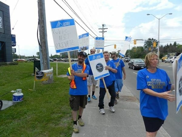 opseu_499_picket_denise.davis_.jpg