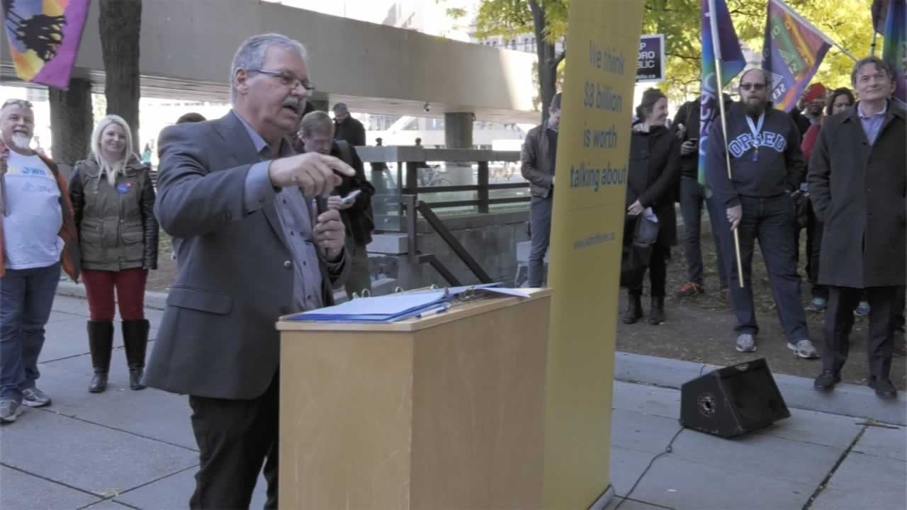 "OPSEU President Warren (Smokey) Thomas speaks during the ""pop up public meeting"" about protecting public services from privatization."